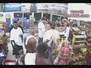 2 fouteurs de merde se font éclatés dans un magasin