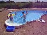 38° dehors 28° dans l'eau tous les monde dans la piscine