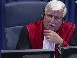 Mladic refuse de plaider coupable ou non coupable