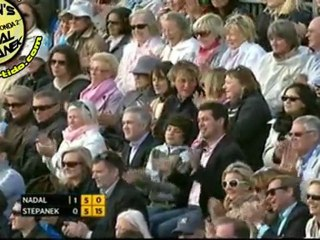 Caida resbalon de Rafael Nadal R3 vs Radek Stepanek QUEENS London 2011