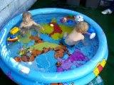 Dans la piscine Juin 2006