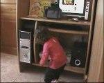 Clara danse sur bébé Lilly