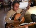 Somain-Maeva joue de la guitare (2)/ Maeva plays the guitar