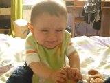Bébé rigole!!