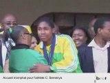 Accueil triomphal en Afrique du Sud pour Caster Semenya