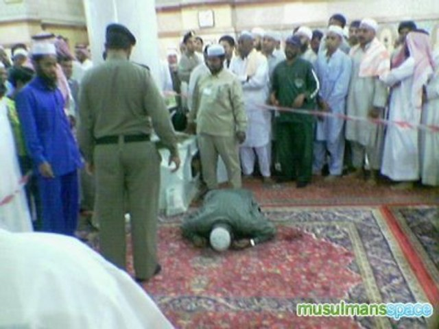 Mort dans la mosquée !!!