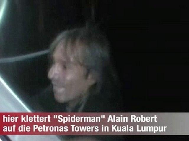 Alain ROBERT escalade la tour petronas