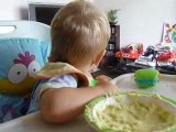 nono mange tout seul