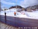 Saut en moto neige loupe