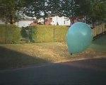 A fond les ballons - La rue est vers l'image