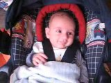 Les premiers sourires d'Alistair