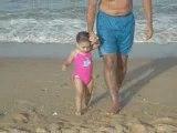 Douaa : Premiers pas sur le sable