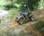 bigeurs passage d'une petite rivière en 4x4 et en quad