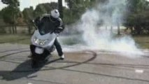 Freddy Prieto - Stunt tmax 500 - training burn et wheeling