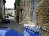 Mit dem Goggo durch ein Dorf in Frankreich