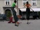 Spectacle d'échassiers à Salzburg