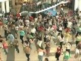 """Flash mob Michael Jackson """"Beat it"""" à Bucharest (Roumanie)"""