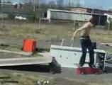Régis passe ses nerfs sur son skateboard