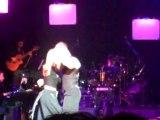 Η Πέμη Ζούνη χορεύει στη πρεμιέρα του cargo