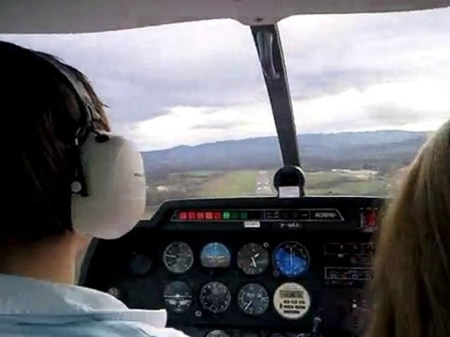 Atterrissage en Robin DR400 à Villefranche