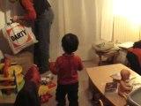 Antoine et Pierre montent le sapin 09