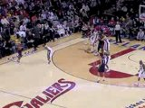 NBA Mo Williams throws a long dish to a cutting Anderson Var
