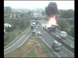 Un camion se renverse sur une autoroute italienne