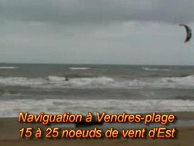 Naviguation en kite à l'embouchure de l'aude. VENDRES-plage.