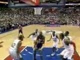 Kobe Bryant finds an open Lamar Odom underneath the basket f