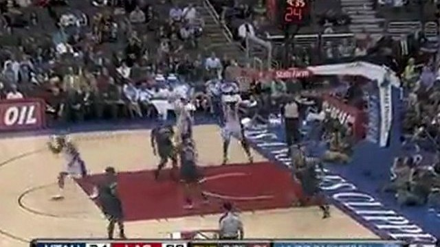 Al Thornton goes baseline where he rises up and throws it do
