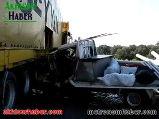 Akhisar da 2 trafik kazası 1 ölü 3 yaralı