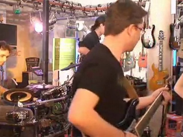 Elliptik en showcase chez Total Music