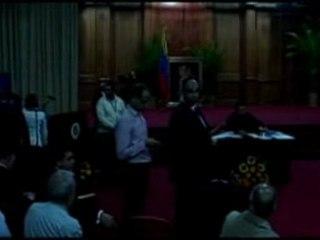 Chavez Resta al Buio Durante la Conferenza Stampa