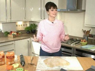 This video features Gizzi Erskine making Easter cookies.