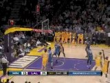 Kobe Bryant goes behind his back to Lamar Odom for the three