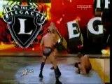 Orton attaque la legacy , lors de son entrée ( WWE RAW )