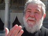 Ο πάτερ Δημήτριος της Μητρόπολης Αθηνών στο cosmo.gr