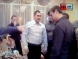 Ils jouent a la roulette russe pendant un mariage