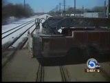 Treno investe camion dei pompieri a Detroit