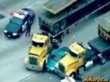 Course poursuite voiture vs camions