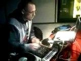 La vidéo de DJ Revolution dans le Cut Killer Show