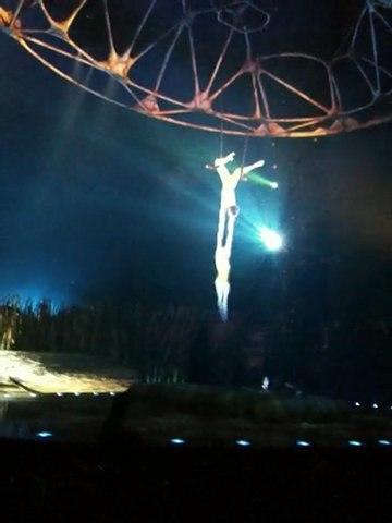 Cirque du Soleil, Totem, extrait du spectacle no. 1