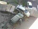 Femme au volant enfonce une autre voiture