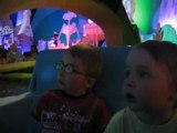 Juju et Mathis dans It's a small world a Disney