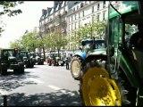 Manifestation des agriculteurs en tracteur dans Paris