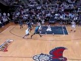 Matt Barnes gives the nice no-look pass to Dwight Howard for