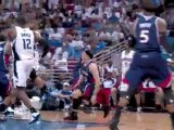 Jameer Nelson flips the ball up to Dwight Howard for the rim