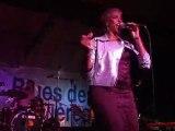 Shakura S'aida au Festival Blues de Belle Isle en Terre.