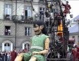 Royal De Luxe Nantes 2009 (3-réveil de la petite géante)