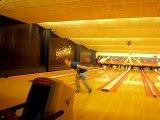 Petit délire au bowling..il est beau mon tir en arrière..lol